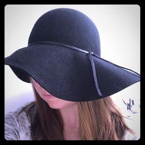 Black Nordstrom wide-brimmed hat